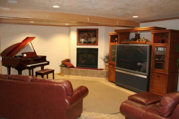 Crestwood Clubhouse Entertainment Room